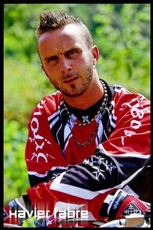 Pionnier du FMX français, Grand Passionné de Motocross et tout dernièrement marié, Xavier FABRE avait tout logiquement sa place parmi la Galerie de Portraits des Figures du MX Mondial d'MXVOICE.Racing..