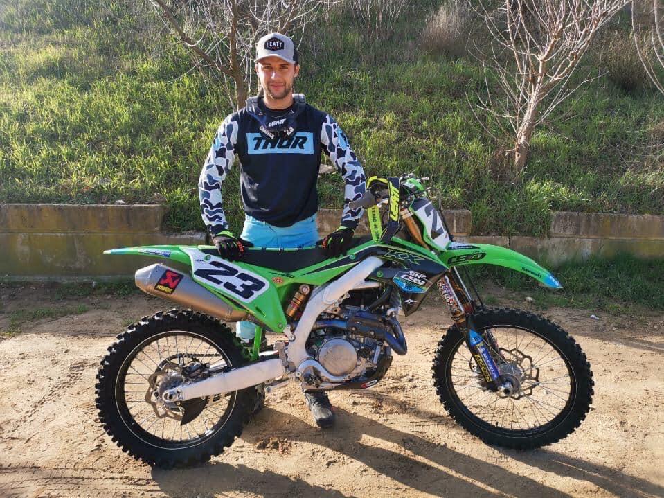 Nouvelle année, nouvelle Moto, nouveau Look, presque tout est nouveau pour Christophe Charlier cette saison.. J'ai voulu en savoir un peu plus sur le Corse le plus rapide de la planète MX.. Micro..